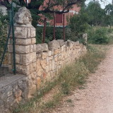 The origin of these new stone walls? Reutility, reusability?